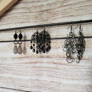 Set of 3 black earrings